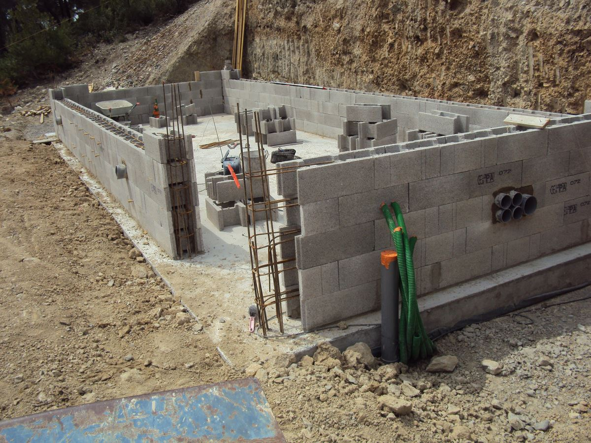 Voir nos r alisations de maisons neuves et r novation de for Construction piscine debordement